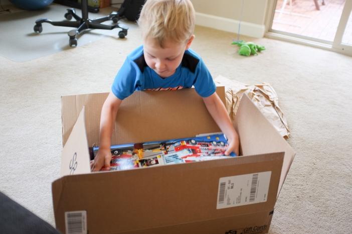 Ensimmäinen pikku-Lego paketti